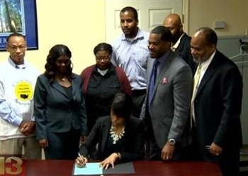 "Mayor Stephanie Rawlings-Blake sign new legislation to ""ban the box"" on employment applications in Baltimore."